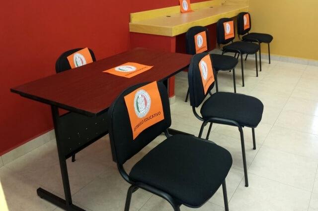 Otorga diputado del congreso mobiliario para equipar aula for Mobiliario para estudiantes