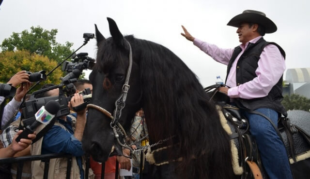 El-Bronco-a-caballo-2