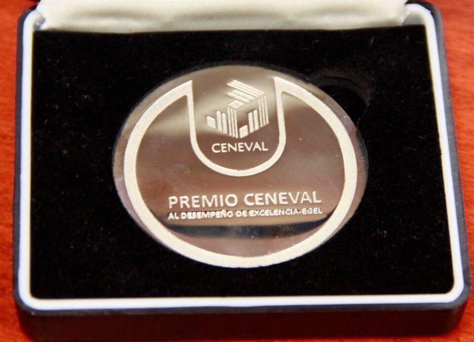 recibe uat premio ceneval (3)