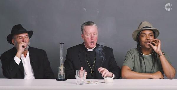 Matrimonio Catolico Y Ateo : Un rabino sacerdote y ateo homosexual fuman