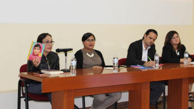 Conmemoran día de la mujer con seminario de investigación