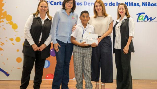 Premia Mariana Gómez a ganadores del concurso de Cartel de los Derechos de Niñas y Niños