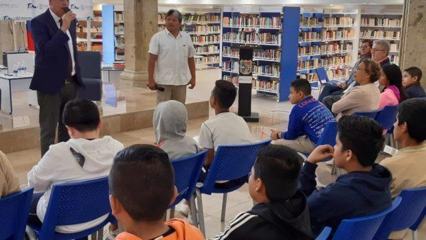 El periodista Enrique Jonguitud ofrece charla a jóvenes en la capital de Tamaulipas