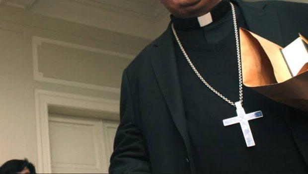 Sacerdotes que abusen sexualmente de menores enfrentarían doble sanción